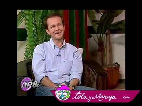 Tola y Maruja entrevistan a Uribito